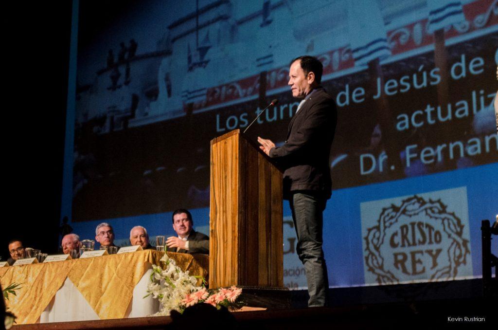 Dr. Fernando Urquizú en su disertación